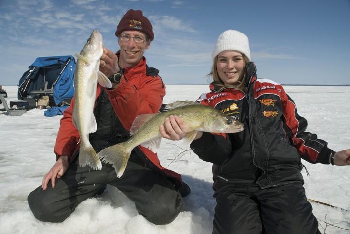 Aventures familiales de pêche sur glace